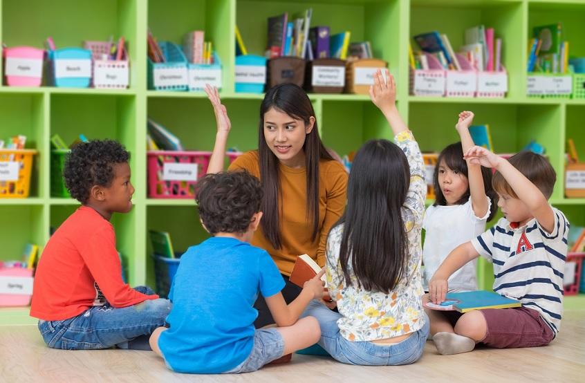 teacher teaching toddlers